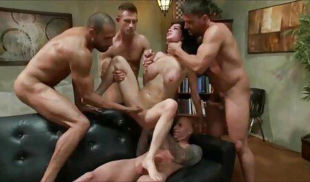 Un homme a filmé sexe streaming massage des filles ivres en train de pisser dans la baignoire.
