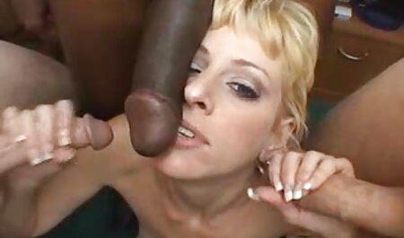 Sexe en toute sécurité avec massage de porno de petites choses