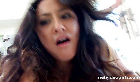 Une jolie streaming massage porno blonde dans le chef.