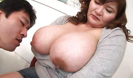 Baise une fille riche sur le canapé porno des massages