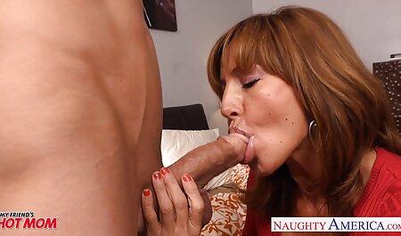 Les femmes avec de gros massage porno arab seins et chatte rouge