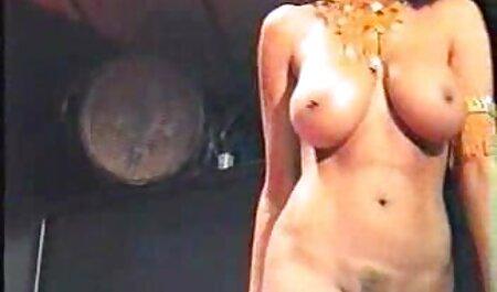 Brune, nue et massage complet porno apaisant.