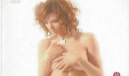 Babe lèche le cul massage film porno de l'homme et suce.