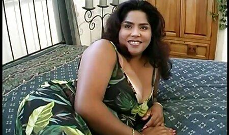 Frais brunette dans porno massage entre fille massage