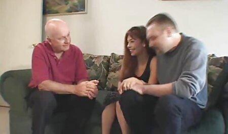 Groupe de film massage sexuel porno avec ma femme et son amant dans la salle de bain