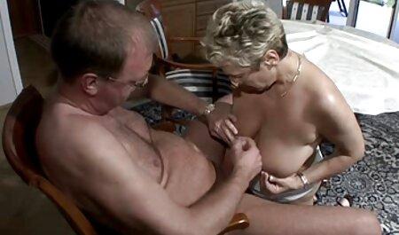L'homme massage érotique streaming a donné la fille anal d'abord.