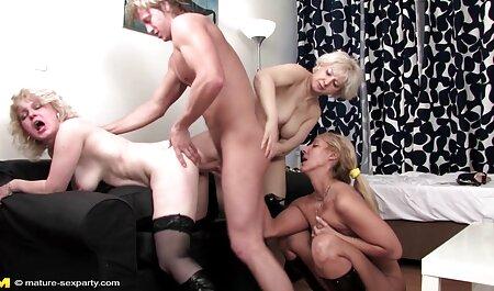 Lesbienne chaude et massage de porno beaucoup de crème.