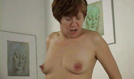 Lécher dans porno masseur la salle de bain