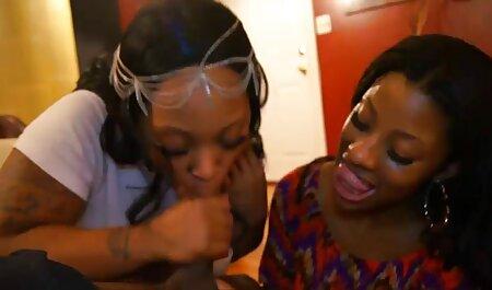 Fille timide massage porno noire apprend à baiser.