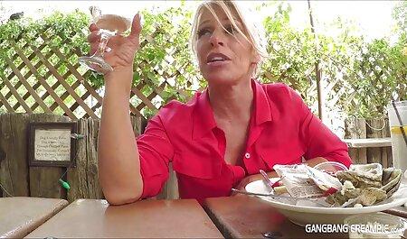 Tante se masturbe avec massage thai porno un gros phallus.