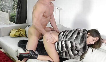 Belle, plantureuse porno massage arab jeune fille.