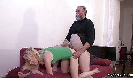 Jolie fille you porno massage avec de beaux seins